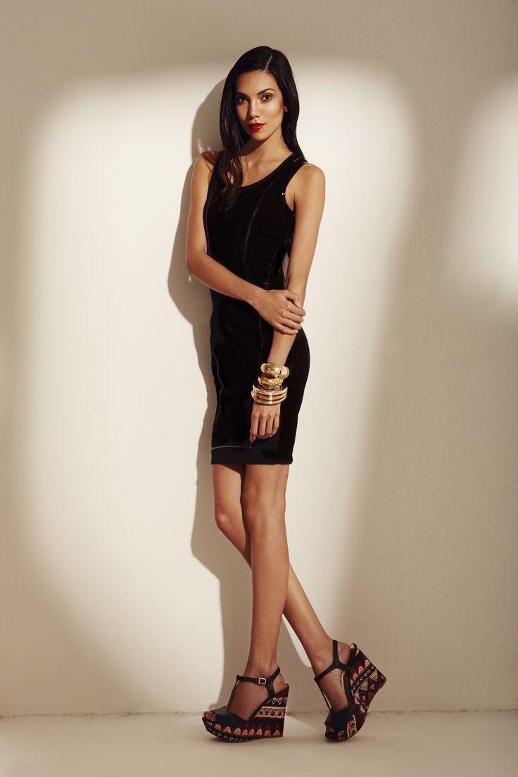 Vestido cortes negro