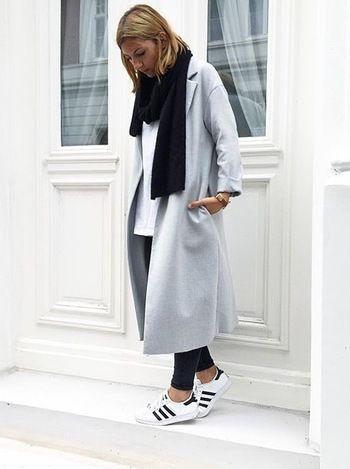 オーバーサイズコートは今年一枚は持っておきたいアイテム。冬に向けたウール系コートはペールカラーを選ぶのが今年のトレンドです。