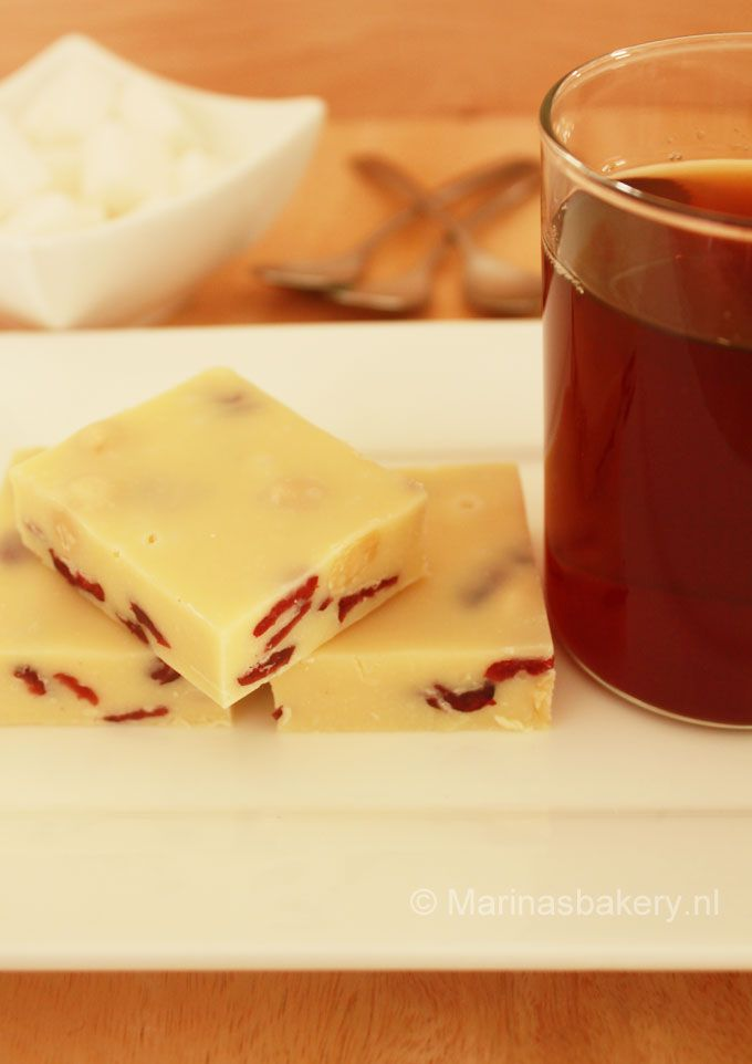 witte chocolade fudge met hazelnoten en cranberry's