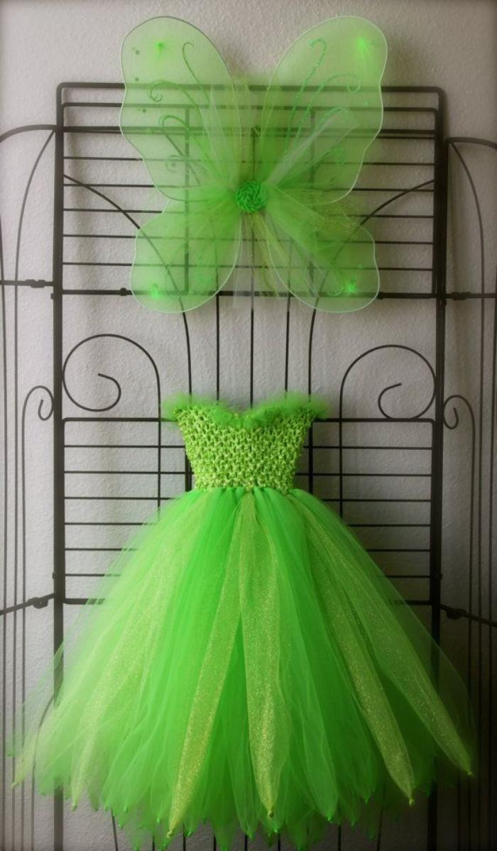 déguisement fée clochette, jolie robe en tulle et ailes vertes
