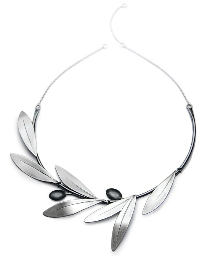 Congratulations to Elizabeth Terzza who won last week's Design of the Week competition with this striking design! Inspired by the Italian Tuscan countryside Elizabeth made this olive leaf necklace from sterling silver! Congratulations Elizabeth!