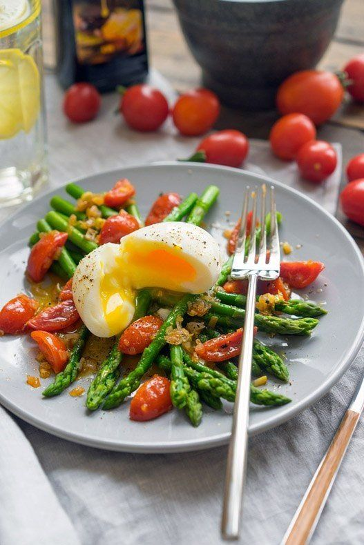 Warm salad with asparagus and spicy dressing