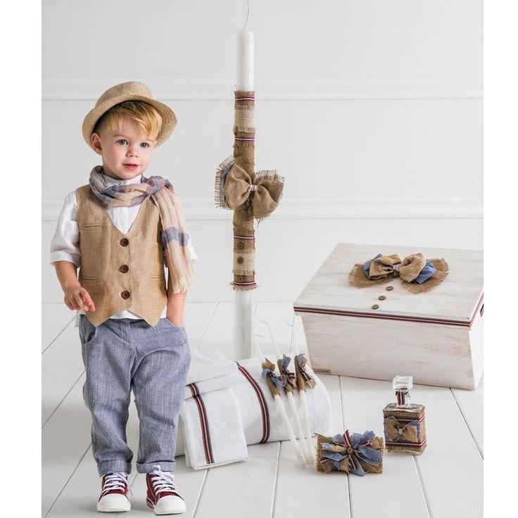 Το Luigi Πλήρες Πακέτο Βάπτισης της Cat in the Hat είναι ένα ολοκληρωμένο πακέτο 18 τεμαχίων το οποίο περιλαμβάνει : Το Βαπτιστικό Κουστούμι 5 τεμαχίων ( παντελόνι, πουκάμισο, γιλέκο, καπέλο και ζώνη), το ξύλινο χειροποίητο κουτί, την λαμπάδα της βάπτισης, το λαδόπανο (6 τεμάχιων) και το λαδοσέτ (μπουκάλι για το λάδι, 3 κεράκια και το σαπούνι). Το Luigi είναι ένα boho style ρούχο με ασύμμετρο γιλέκο και αγαπημένη μάο πουκαμίσα, συνδυασμένο με λινό και βαμβάκι