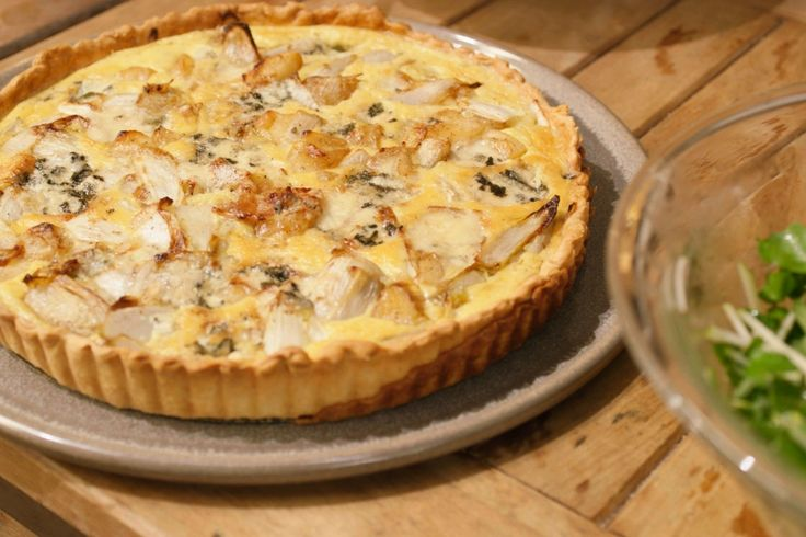 Jeroen houdt van het begin van een nieuw seizoen omdat je dan met heel andere ingrediënten kunt werken. In de herfst is dat witloof natuurlijk. Het combineert perfect met appelen en blauwe kaas in een heerlijke quiche.