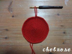 かぎ針編みで「輪」を編むとき、一定の規則のもとで 編み目を増やすときは、1つの目に対して編み目を2つ編み入れ (細編み2目入れるetc.) 編み目を減らすときは、編み目2つを一度に編みます。 (細編み2目一度etc.) かぎ針編みを始めたころ、 この「2目入れる」「2目一度」の規則がぱっと見てわかるようなものがないかな~と思い、作った表です。 自己流で見づらいですが、かぎ針編みのご参考になれば幸いです。