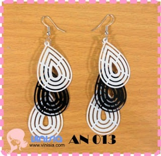 Belanja Aksesoris Wanita Online: [AN 014] anting hitam putih tiga - black n white earrings