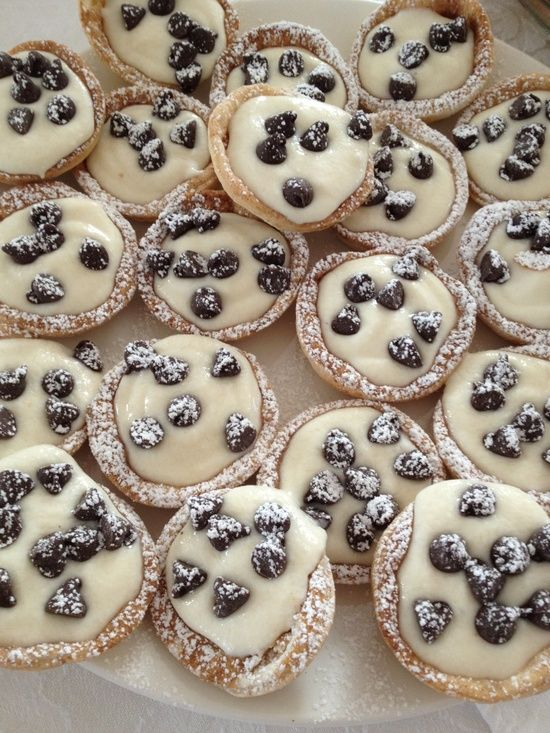 Mini Canoli Cups Recipe... Ah yum - remind myself to look up cake boss recipe he does on tv!