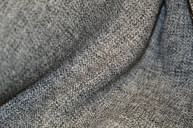 Výrobek: sukně, sako, šaty, kostým, kalhoty Barva: černá, bílá Šíře: 150 cm Složení: 40% vlna, 60% viskosa Údržba: