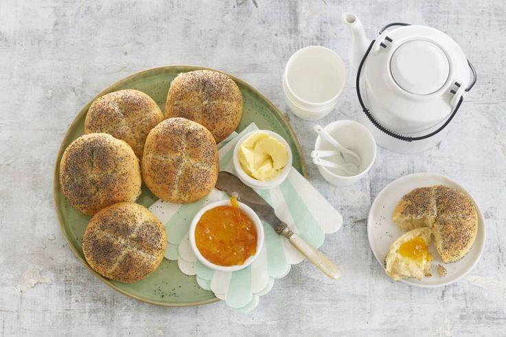 Knapperige broodjes voor de lunch, brunch of high tea: lekker! Recept - Maanzaadbolletjes - Allerhande