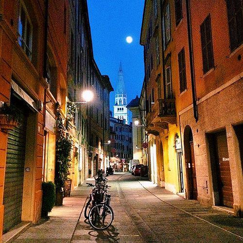 Scende la sera nel centro di Modena   MyTurismoER: Modena attraverso lo sguardo fotografico di @stefifre