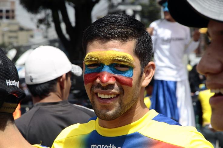 Los hinchas se pintaron los rostros con los colores de Ecuador.