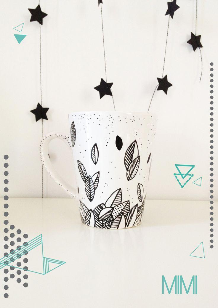 Mug en porcelaine avec motifs floraux graphiques http://michetmich.canalblog.com/