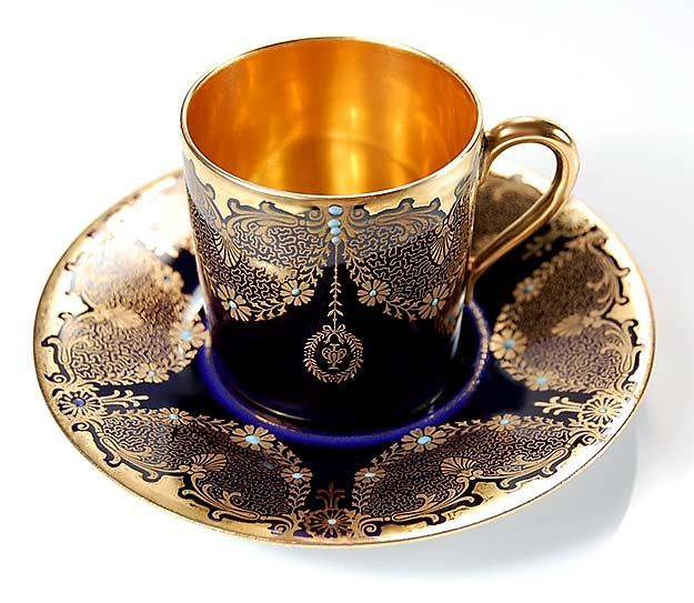 What a beauty of tea cup silver-gold and blue!