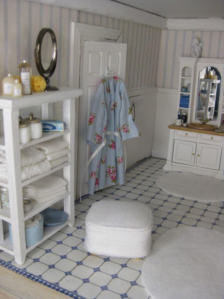awesome miniature bathroom, doll house.
