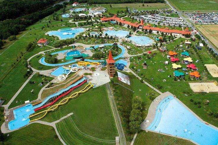 Az AquaCity Zalaegerszeg több mint 6000 m² vízfelülettel és kilenc óriáscsúszdával várja a vízi élmények szerelmeseit.