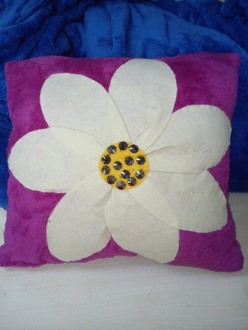 Polar ve keçe kullanılan dekoratif yastık