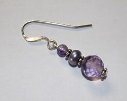 How to make a beaded earring. Pictures of each step, although they make the final loop with the incorrect tool.
