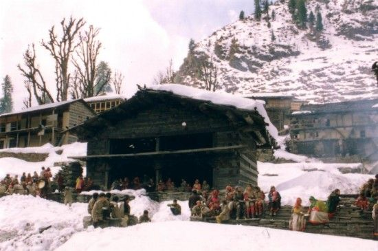 The Malana village trek is a great trekking spot near the Chandrakhani Pass. Malana being a tribal village offers the requisites you need while going on trek including places of rest.