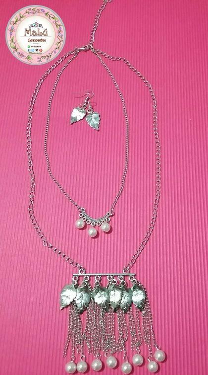 Collar doble plateado con perlas de imitación y hojas de color plata + Aretes. Accesorios únicos de Malú.   $20.000  Ventas al por mayor y al detal.  Whatsapp  311-6528578