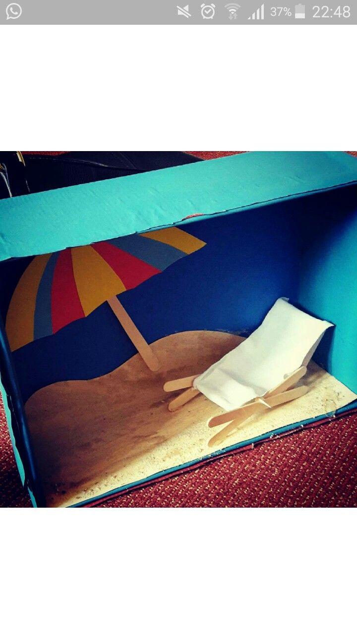 Ein mit Pappe verkleideter Schuhkarton und ein Liegestuhl aus Eisstielen, Zahnstochern und einem  ~ 25185123_Liegestuhl Aus Geld Und Eisstielen