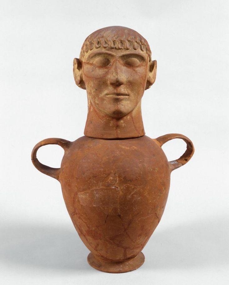 Canopo con testa maschile; fine del VII-inizi del VI secolo a.C.; terracotta; da necropoli di Solaia, Sarteano (Chiusi); Museo Civico Archeologico, Bologna.