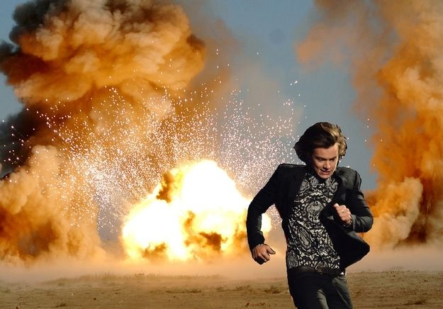 Harry Styles Running Is Your New Favourite Meme Never change Harry u r special and that's y people love u