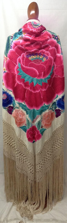 Authentic Spanish shawl. Mantón de Manila 1915