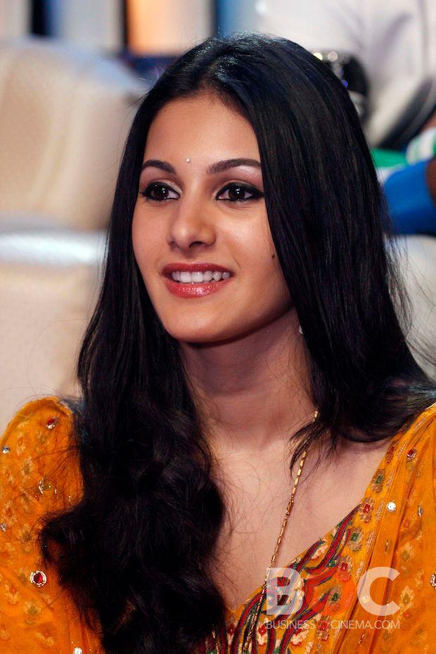 Amyra Dastur Promote Issaq Movie