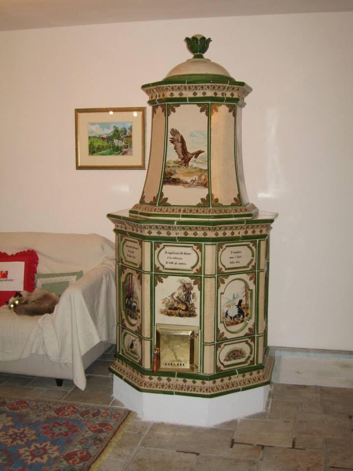 http://www.pinterest.com/Arredocountry Stufa in maiolica, A torre, base ottagonale, dipinta interamente a mano con disegni di animali.