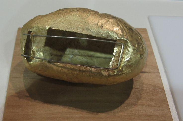 Elin Flognman potatoe brooch (back)