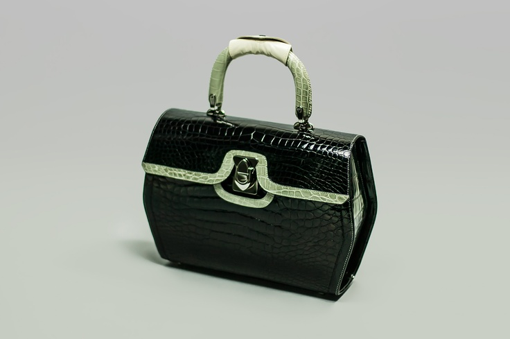 ELISA         Elegant bag, center snap closure, single handle.