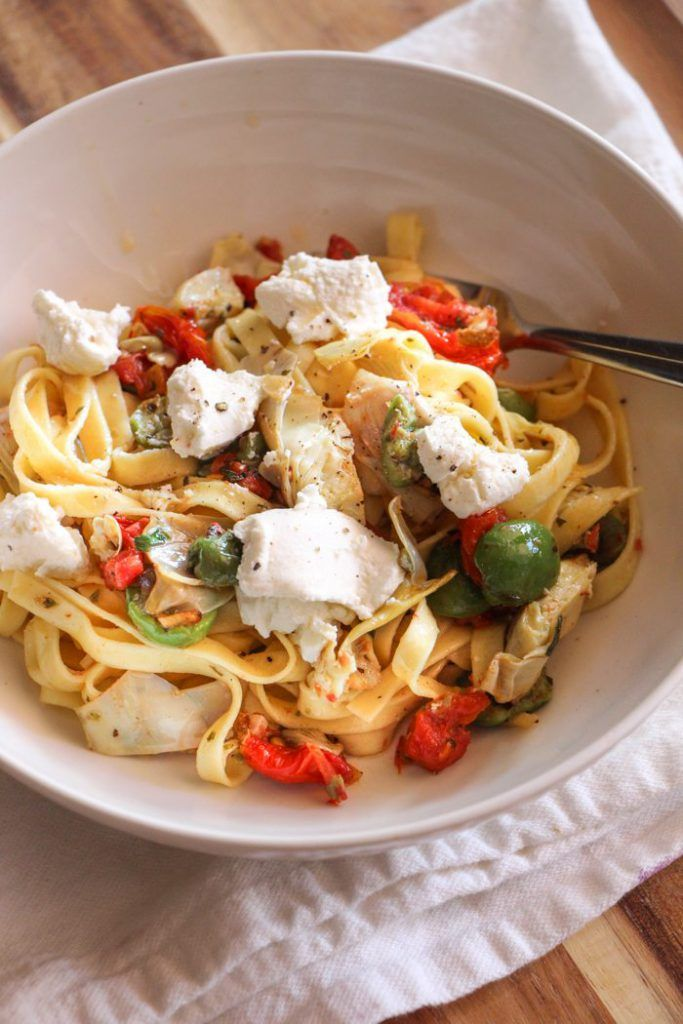Tagliatelle with Artichokes, Tomatoes, Olives and Ricotta #meatfree #pasta