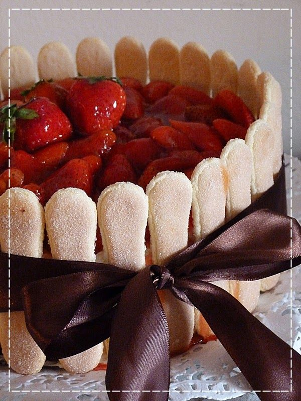 Mramorový dort s tvarohovým krémem a jahodami