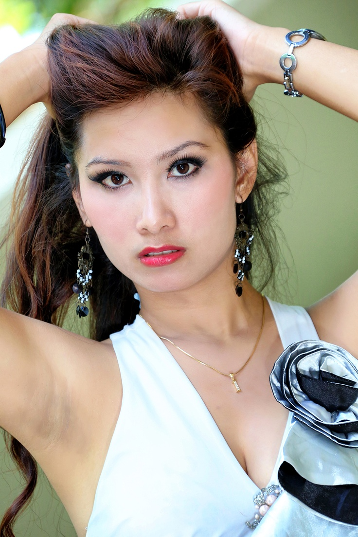 http://indonesiatopmodel.wordpress.com/2013/01/10/nella/