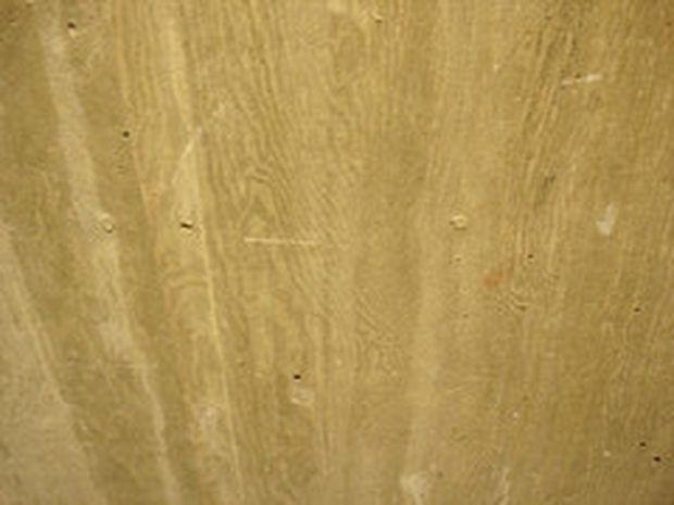 Textura de madeira em concreto (by merfam) A natureza e a textura da madeira são aconchegantes. Criar a aparência de madeira em qualquer superfície toma tempo e paciência, mas pode ser feito em portas de aço, paredes de gesso, molduras e qualquer outra superfície que possa ser pintada. Seguindo os passos certos, até mesmo o concreto pode parecer madeira. Saiba como renovar superfícies de concreto, dentro ou fora de sua casa.  Nível de dificuldade:Fácil Outras pessoas estão lendo Ideias de…