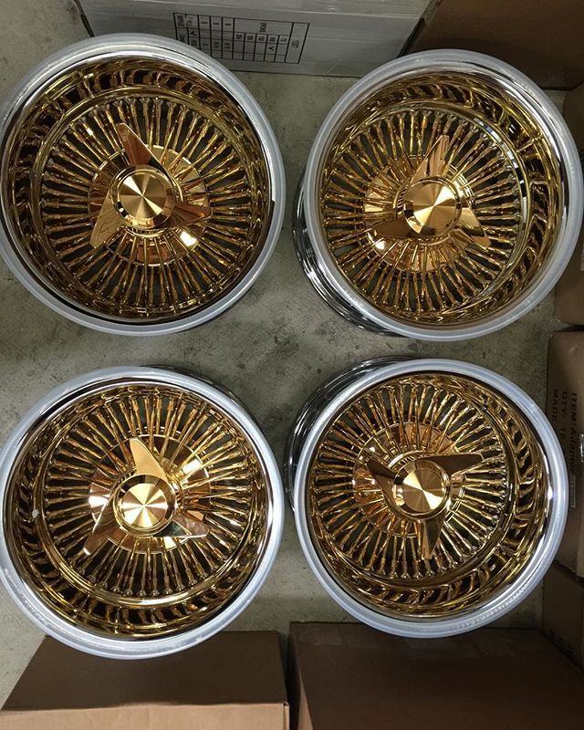13x7 Reverse Wire Wheel All Gold with Chrome Lip, With Three Bar Recessed Knock Off.