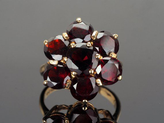 Vintage 1970s ring in solid gold 18 trilogy of Bohemian garnets
