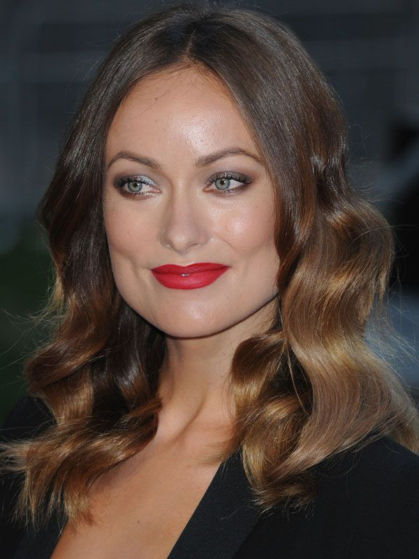 #OliviaWilde at the Rush premiere in London, wearing smoky eyes and matte red lips http://beautyeditor.ca/2013/09/03/olivia-wilde-just-schooled-us-in-how-to-play-up-lips-and-eyes-for-fall/