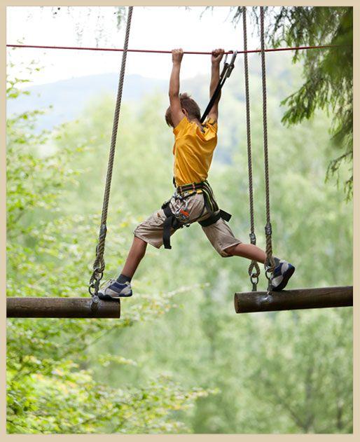 Nuestros Parques Aventura son parques para TODOS, ya que no necesitas tener una determinada edad, condición física o una destreza especial para participar, de tal forma que cada uno decide los circuitos multiaventura en los que quiere que transcurra su propia aventura.