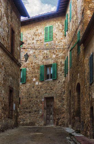 S. Quirico d'Orcia, vicolo con persiane verdi ♠ | Flickr - Photo Sharing! #oldstreet #oldtown #umbria #italy
