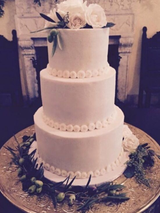 Clic And Simple Tiered Wedding Cake With Mini Rosettes Fresh Fls At Villa Woodbine By