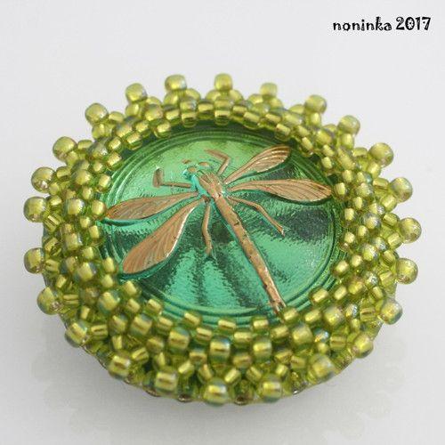 Vážka green