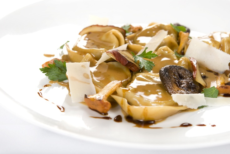 AGNOLOTTI DELLA MASSAIA CON SALSA AI FUNGHI    Agnolotti de veau braisé, sauce aux champignons sauvages    Braised veal agnolotti, wild mushroom sauce    www.bicemontreal.ca