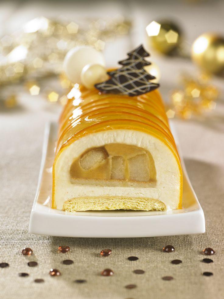 Bûche Poire Caramel : une mousse à la poire Williams fraîche et légère. En son coeur, un coulis caramel au beurre salé de Guérande et des cubes de poire fondants.