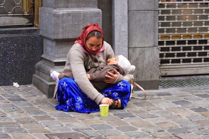 Savez-vous pourquoi les bébés des femmes mendiantes dorment tout le temps ?