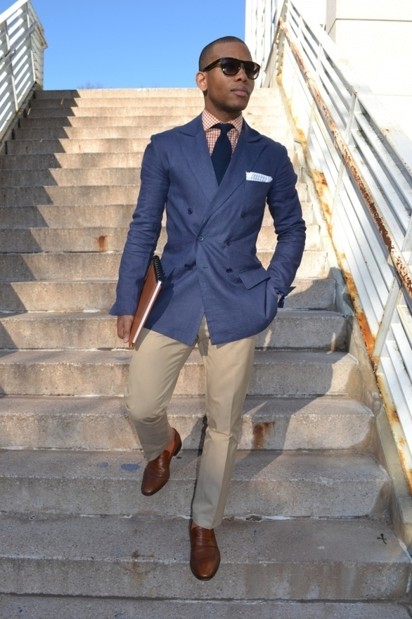 Matching a Navy Blazer Jacket with Trousers – Mens Style Guide – Fashion Advice there are brighter blue blazers, lots of blazers. But we're going to be talking about the navy blazers. And I'm not going to get into the specifics about the exact type of fabric. brown, gold .