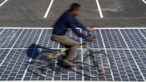 Erneuerbare Energien: Erste Solarstraße in Frankreich freigegeben