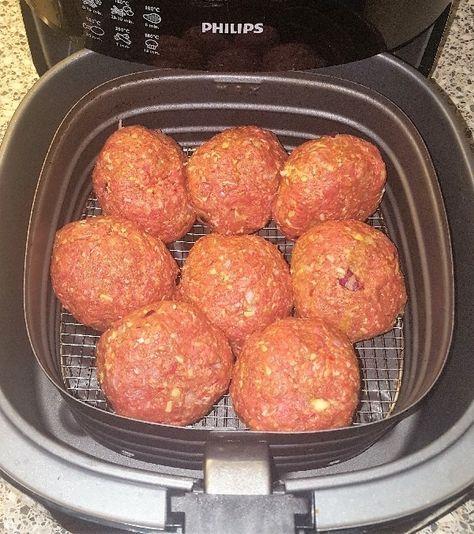 Benodigdheden: 1 kilo mager rundergehakt 100 gram bacon (broodbeleg,klein gesneden) 1 kleine rode ui (klein gesnipperd) 1 sjalotje (klein gesnipperd)