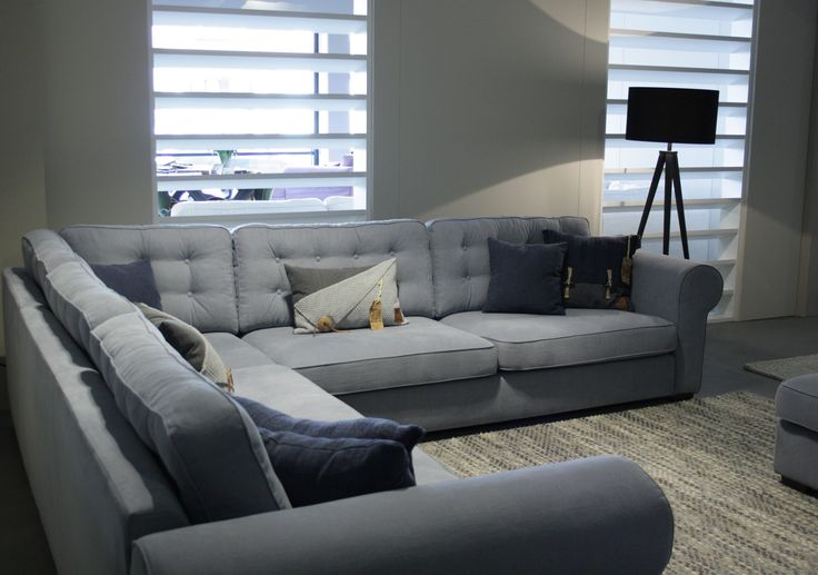 Comfortabele Landelijke Hoekbank Isabelle met gecapitonneerde rugkussens.   Room108