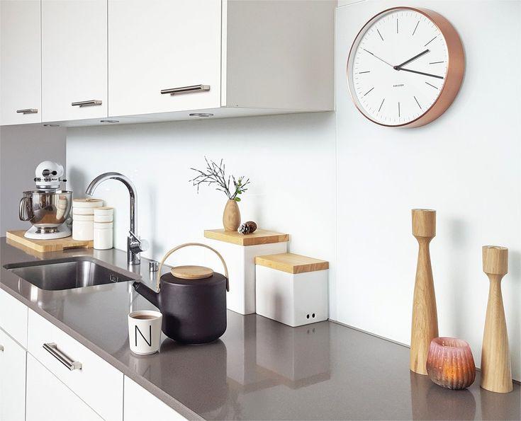 ausblick... | SoLebIch.de - Foto von Mitglied miraculusa #solebich #interior #einrichtung #inneneinrichtung #deko #decor #wanduhr #clock #wallclock #teekanne #küche #kitchen #applicata